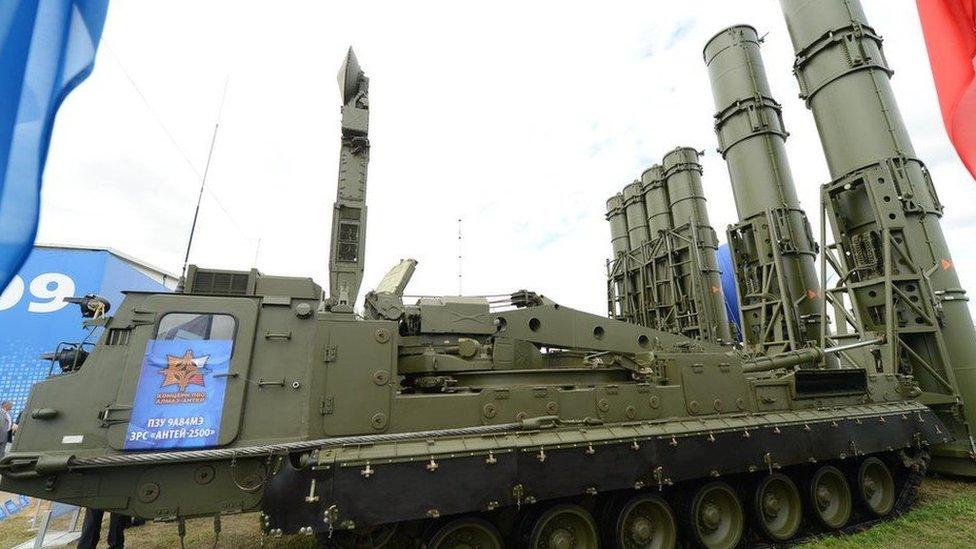 俄羅斯在千島群島部署的S-300V4導彈是S-300 ADS導彈的最新型,用來攔截巡航導彈和彈道導彈,打擊遠程轟炸機,偵察機等固定翼飛機和空中的電子作戰系統