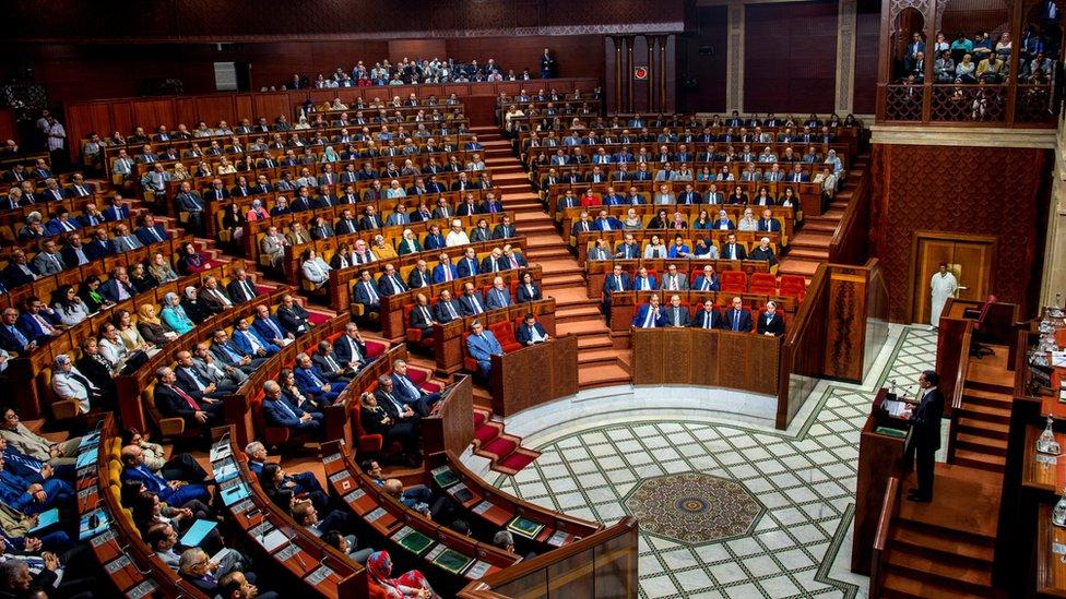 """مصادقة نواب حزب العدالة والتنمية في مجلس البرلمان على قانون """"فرنسة التعليم"""" يكشف عن خلافات عميقة في صفوفه"""