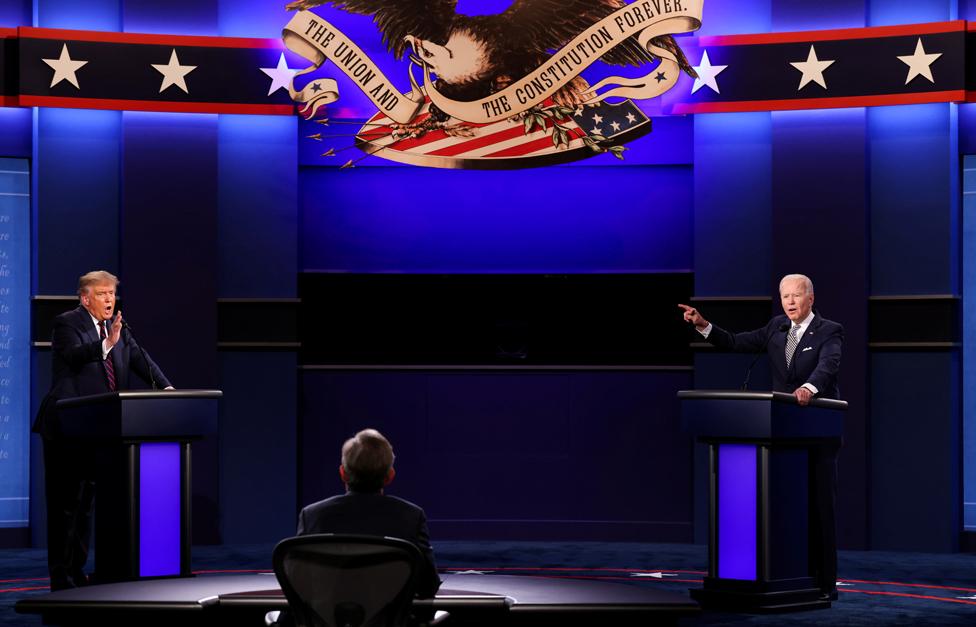 الرئيس دونالد ترامب والمرشح الديمقراطي للرئاسة جو بايدن يشاركان في مناظرة انتخابية هي الأولى.