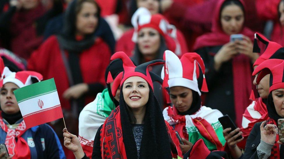 مشجعات إيرانيات في ملعب آزادي