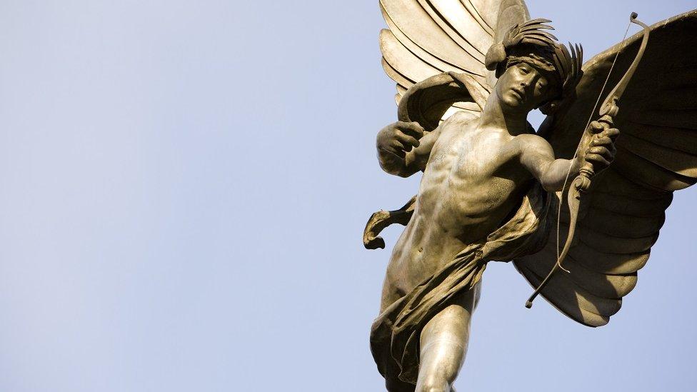 Estatua de Eros en Picadilly Circus, Londres.