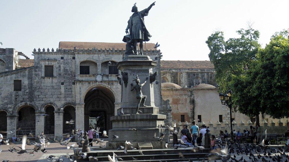 Catedral de Santo Domingo y estatua de Colon
