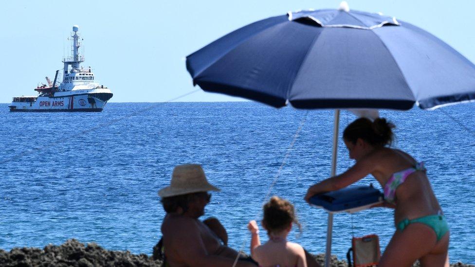 Barco Open Arms frente a las costas de Lampedusa.