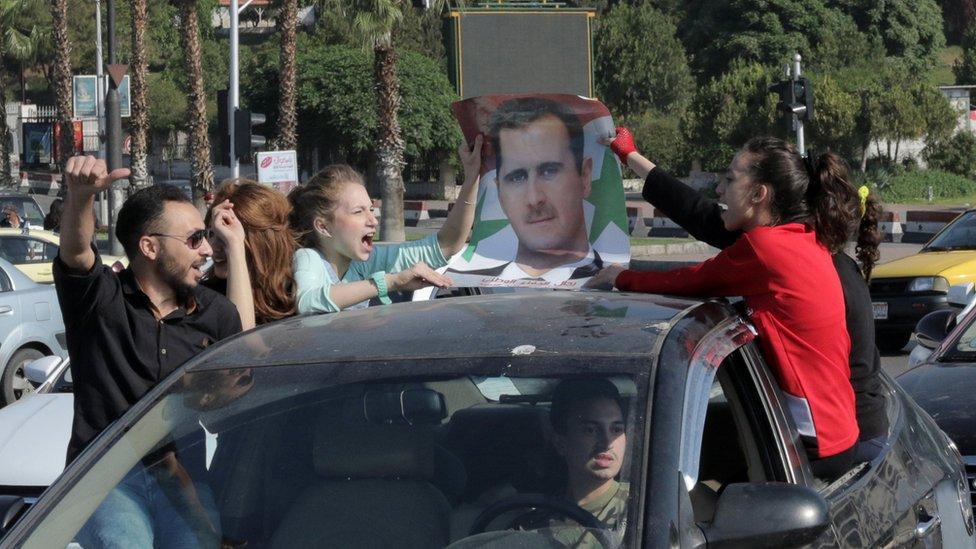 جانب من مظاهرات سوريين مؤيدين للأسد بعد الضربة