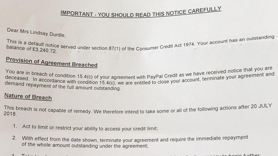 Carta de PayPal notificándole al señor Durdle que la muerte de su esposa era una infracción a sus reglas.