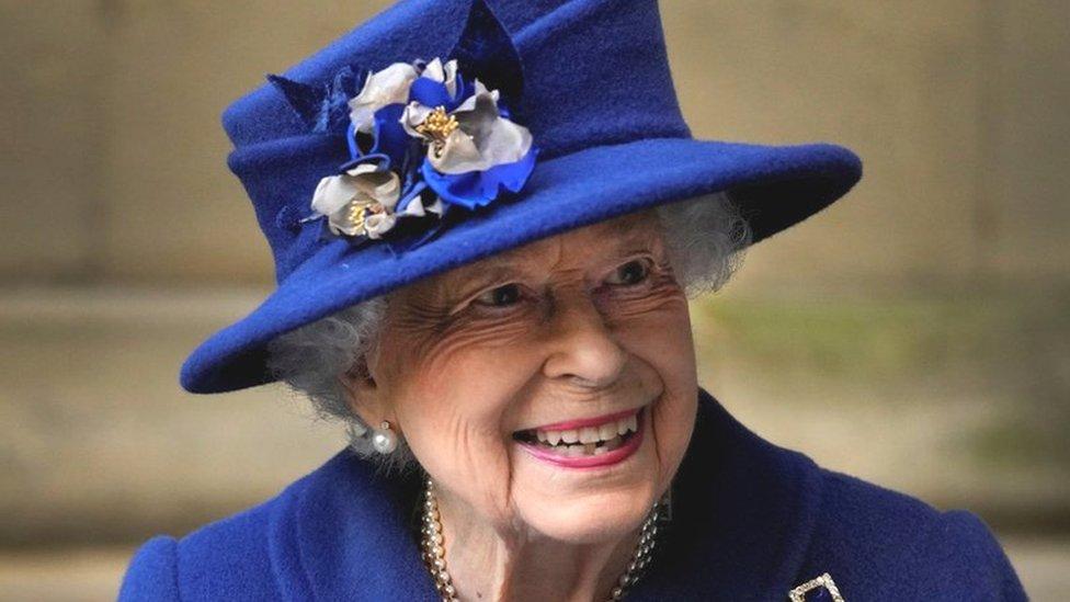 Королева Елизавета II провела ночь в больнице, но уже вернулась в Виндзорский замок