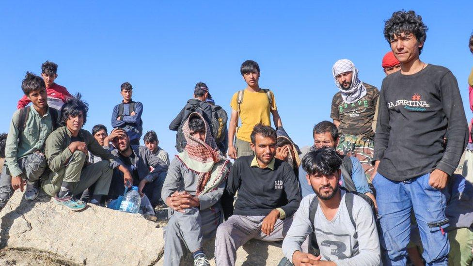 Dışişleri Bakanlığı, ABD'nin ülkesine kabul edeceği Afgan mültecilerin başvurularını Türkiye'ye gelenlerden de alacağını açıklamasına tepki gösterdi.