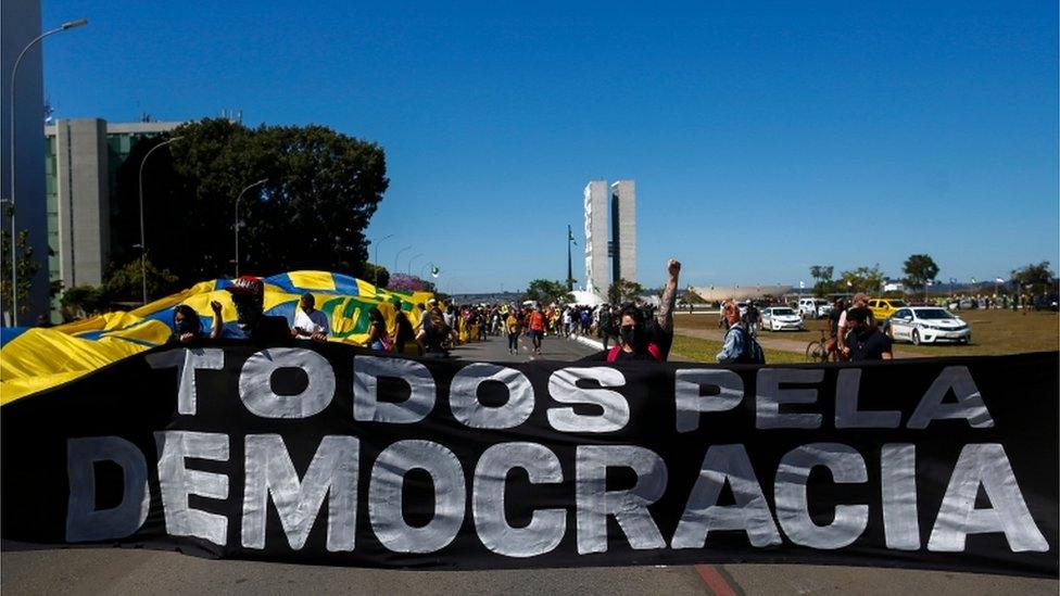 Brezilya'da Bolsonaro karşıtları da protesto gösterileri düzenliyor: