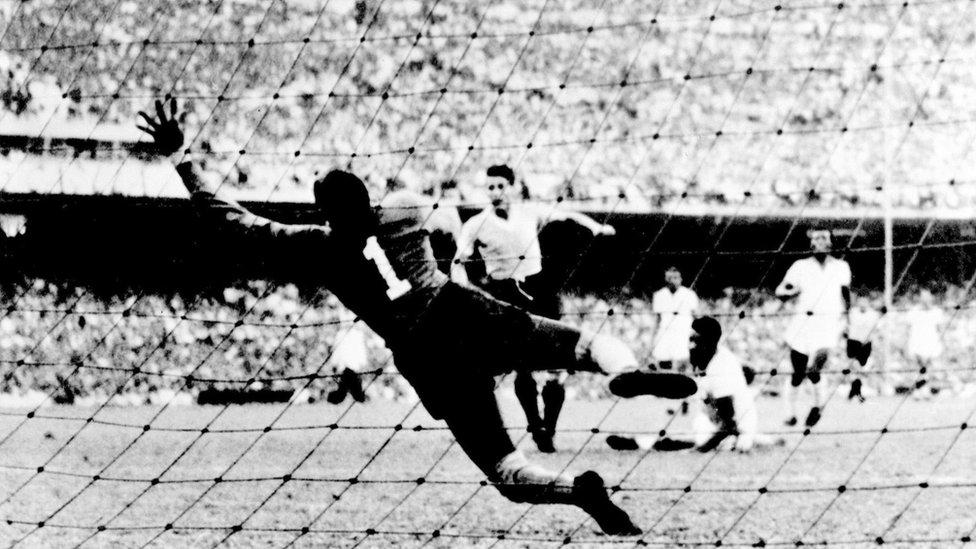 أوروغواي هي أصغر دولة من حيث عدد السكان تفوز بلقب كأس العالم
