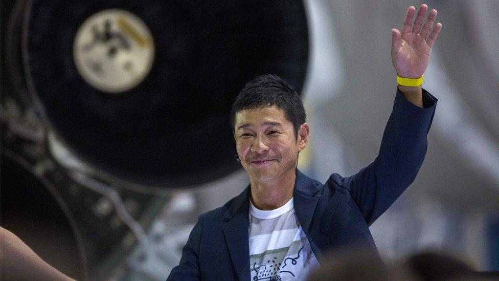 ملياردير ياباني أول من يذهب في رحلة سياحية حول القمر