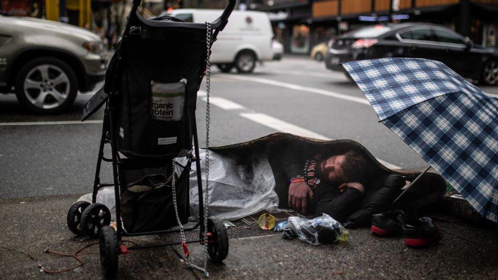 Persona sin hogar en Vancouver, Canadá.