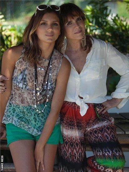 Maya Gabeira y su madre.