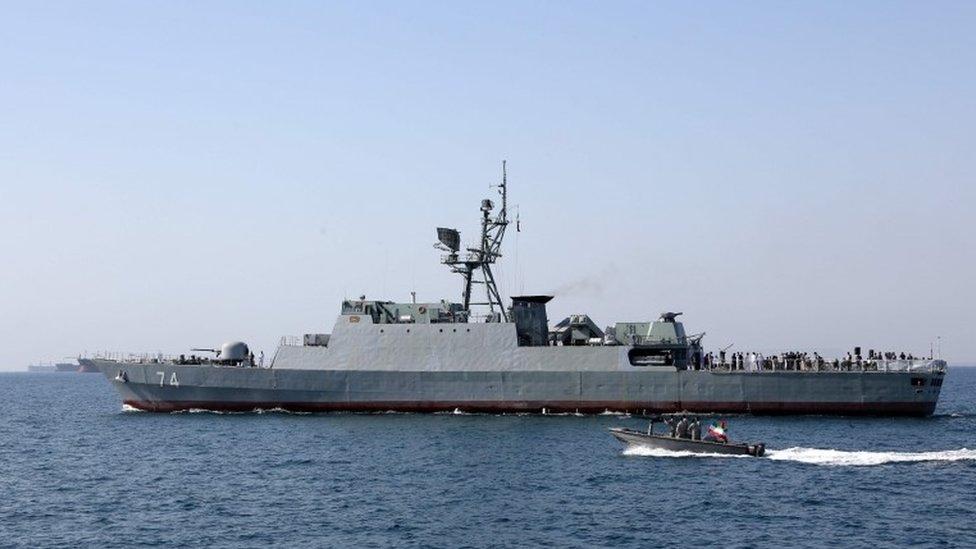 قارب في الخليج