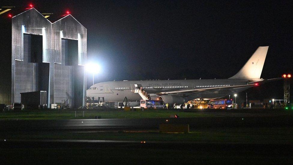 Afganistan'dan tahliye edilen kişiler Kraliyet Hava Kuvvetleri'ninBrize Norton Üssü'ne ulaştı (17 Ağustos 2021)