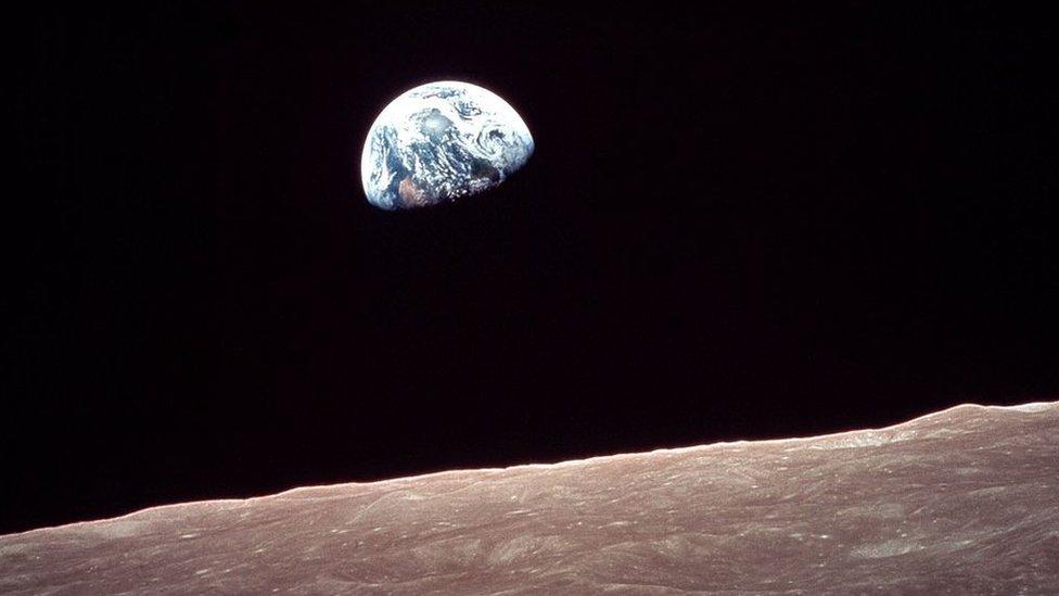 Foto de la Tierra tomada desde la Luna.
