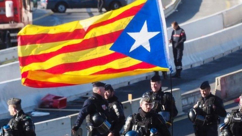 स्पेन: जहां लेफ़्ट और राइट के साथ आए बिना नहीं बन सकती सरकार