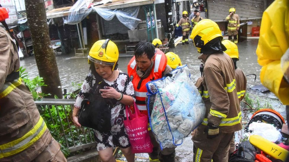 Chinos evacuando en Cantón