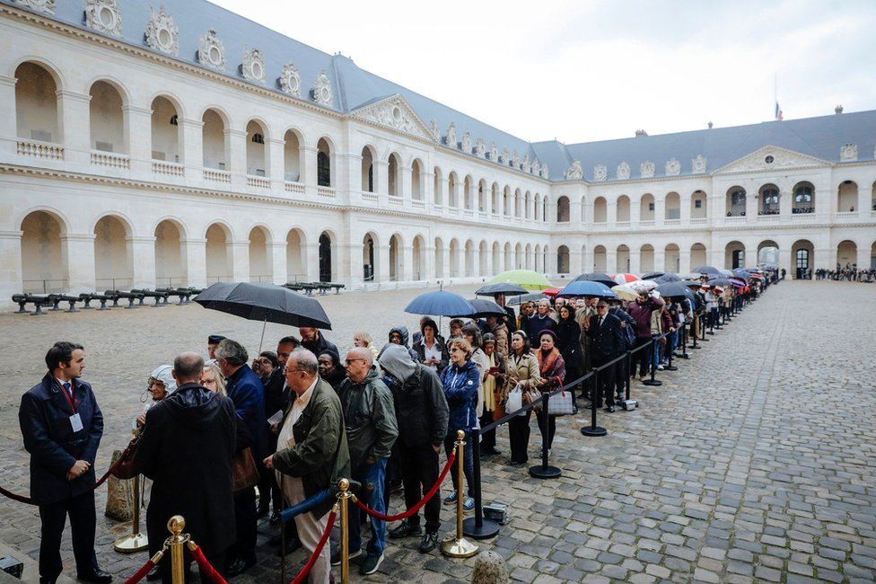 People queue to say a final farewell to former French President Jacques Chirac on 29 September 2019.