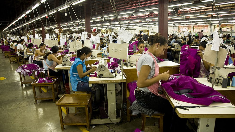 Trabajadoras en una fábrica de ropa