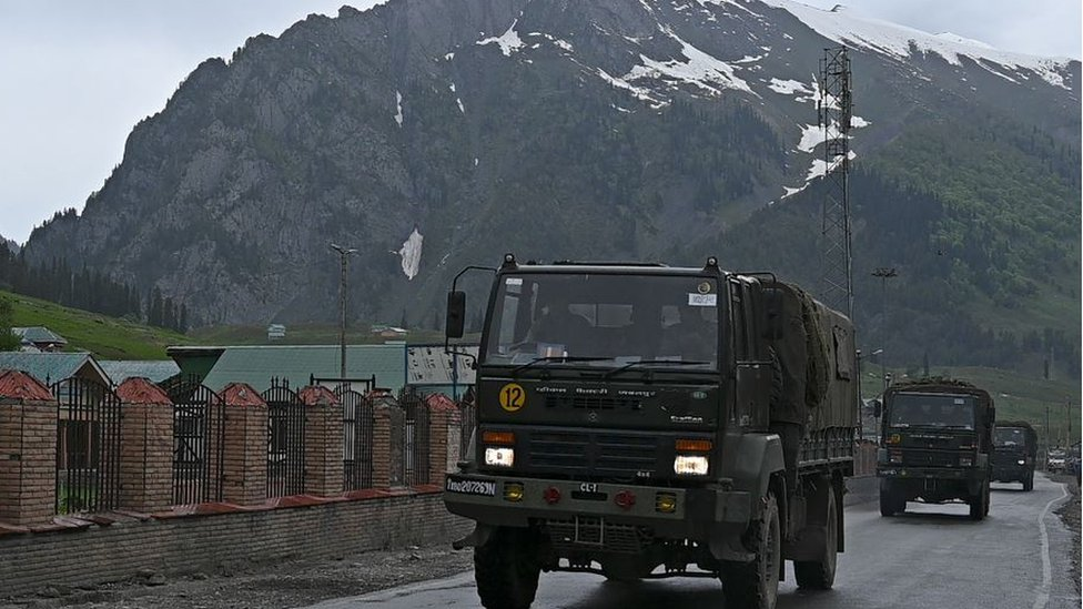 ارسل كلا البلدين تعزيزات عسكرية تصمنت دروع ومدفعية إلى المنطقة