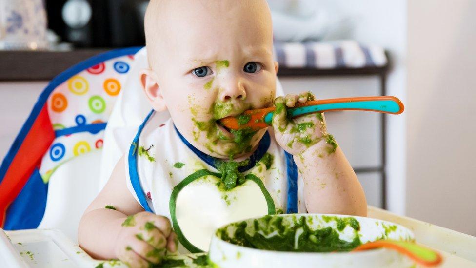 Beba za vreme obroka
