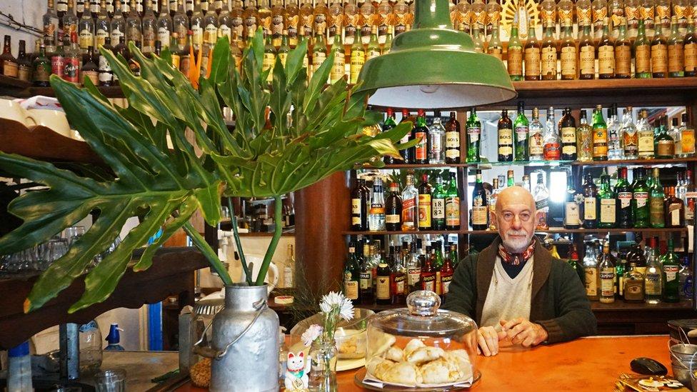 Lucio Cantini, uno de los dueños de Flor de Barracas, está obsesionado con revivir sus raíces a través de las experiencias en el presente. No en vano planea un viaje a su pueblo en Italia.