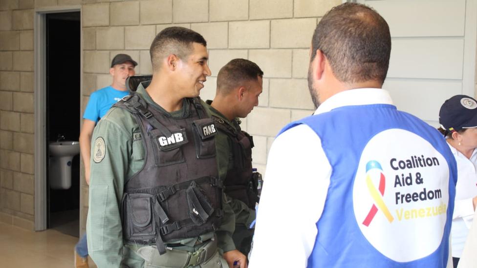 Varios miembros de la Guardia Nacional Bolivariana están entre las decenas de funcionarios que escaparon a Colombia.
