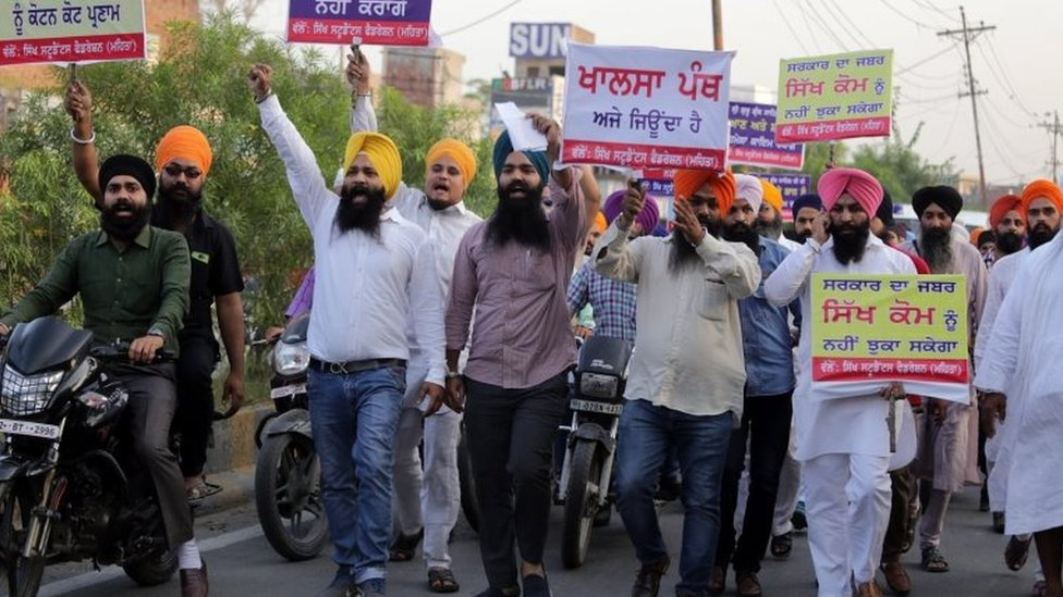 Sikh activists from Sikh Students Federation (Mehta) shout religious slogans and hold placards during a protest over an alleged desecration of the Sikh holy book, in Amritsar, India, 15 October 2015