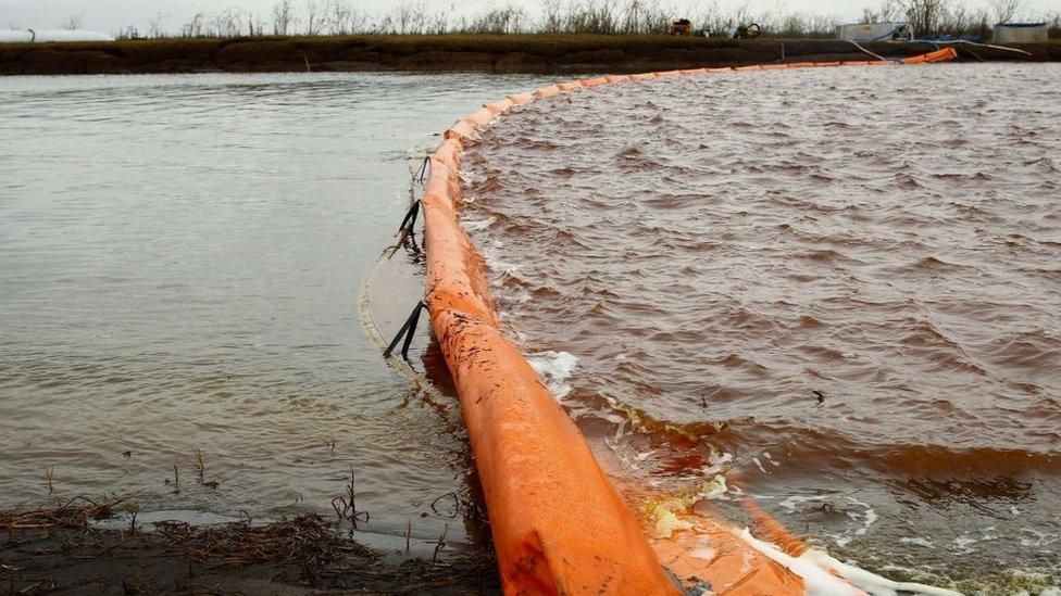 Sibirya'daki Norilsk kentinde yaklaşık 20 bin ton dizel yakıtın nehre akmasının ardından olağanüstü hal ilan edilmişti.