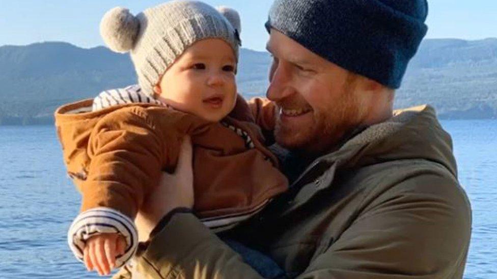 Prens Harry ve eşi Meghan Markle Archie adında bir oğulları var.
