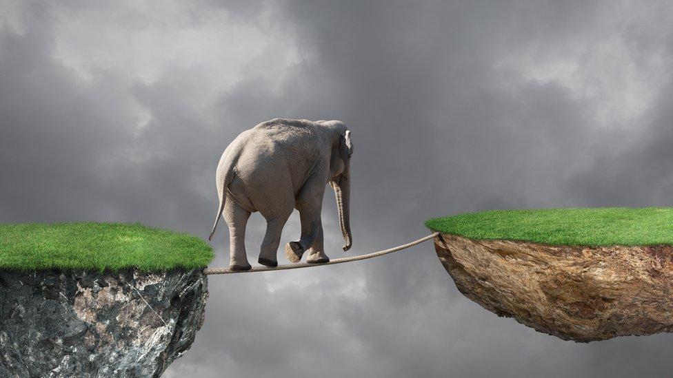 La banca en la sombra puede hacer que el sistema financiero global pierda el equilibrio.