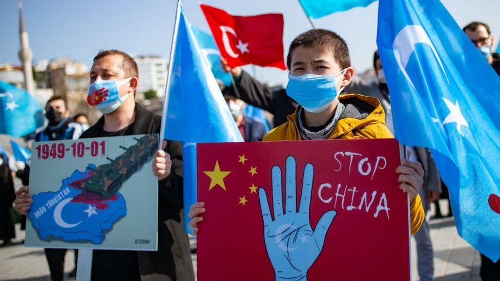 自2017年中國政府在新疆的「反恐」和去極端化行動升級以來,中國政府在新疆的作為已引起全球憤怒。
