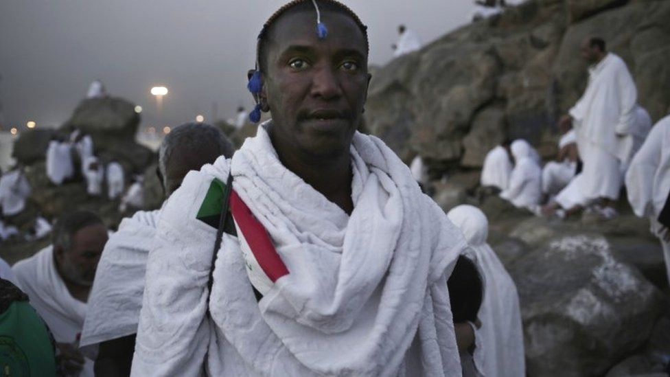A Sudanese Muslim pilgrim makes his way up a rocky hill known as Mountain of Mercy (11 September 2016)