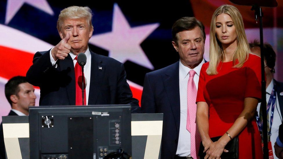 مانافورت مع ترامب وابنته خلال الحملة الانتخابية