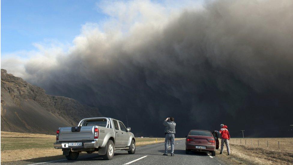 El volcán Eyjafjallajokull echando ceniza en 2010.