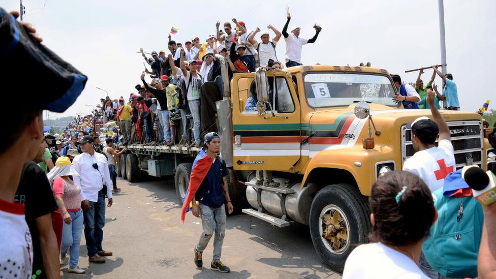 Camión con donaciones