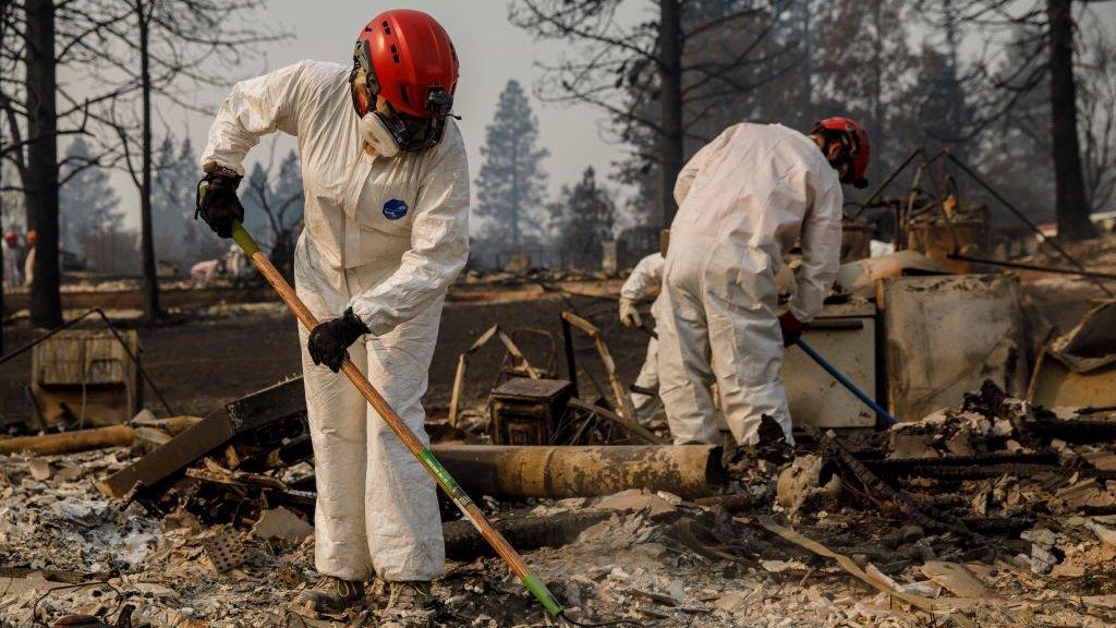 Пожежі у Каліфорнії: чому так багато зниклих безвісти?