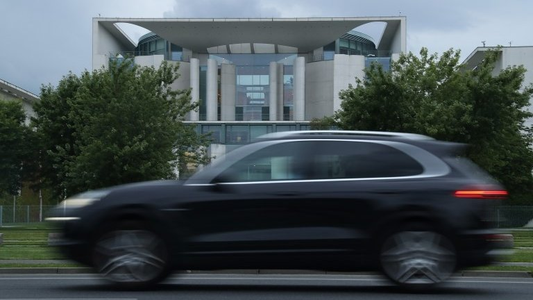 Volkswagen shrugs off cartel allegations
