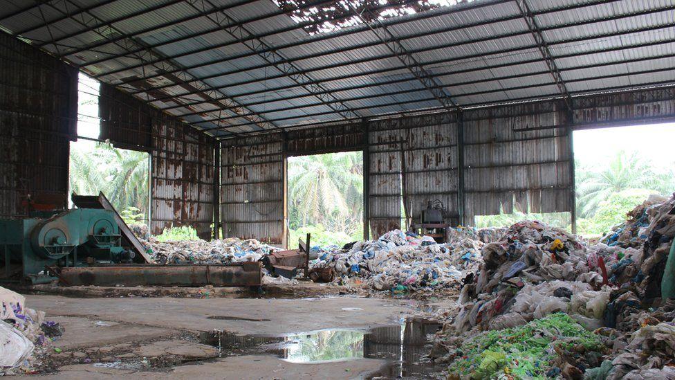Una fábrica de reciclaje abandonada en Kuala Langat.