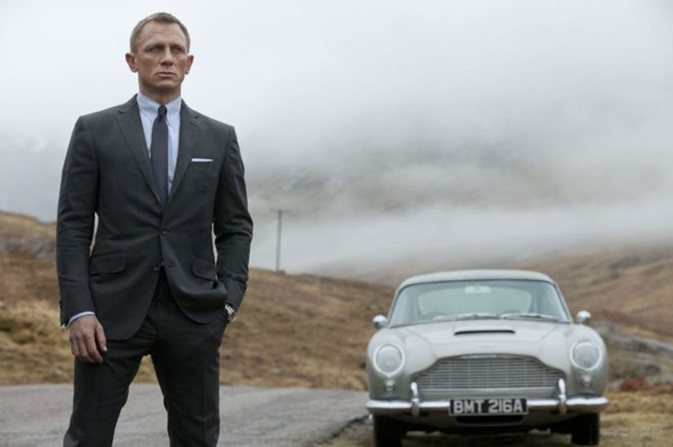 Daniel Craig interpretando a James Bond