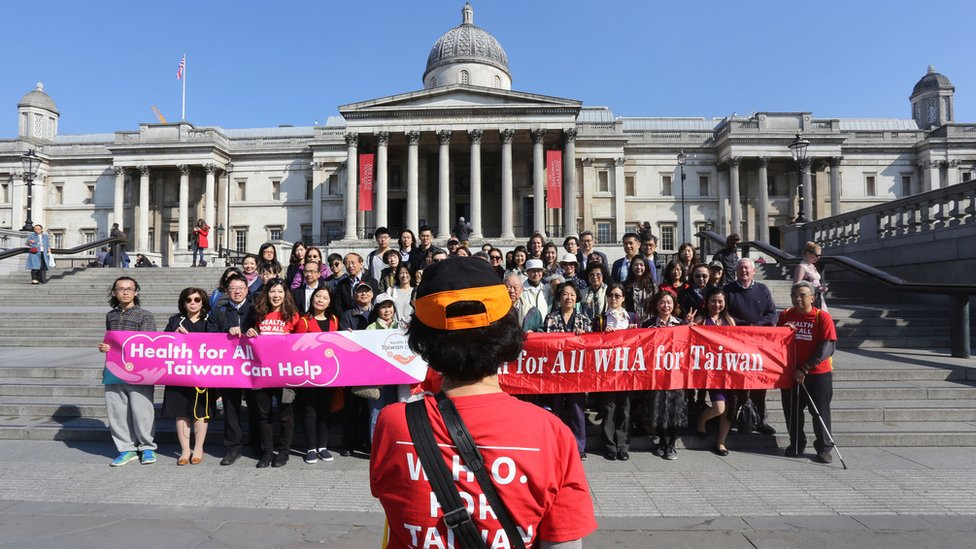 北京反對下,世衛2019年連續第三年沒有邀請台灣參與世界衛生大會,台灣駐英國代表處當年在倫敦市中心舉行集會,支持台灣參與世界衛生組織。