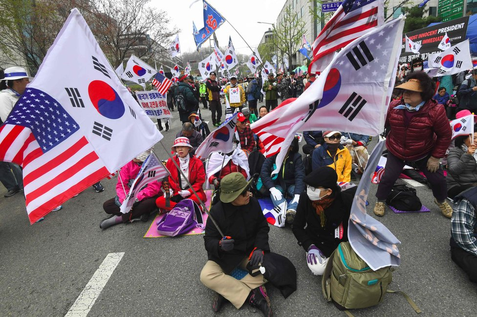 Supporters of South Korea's former president Park Geun-hye gather during a rally demanding the release of Park Geun-hye outside the Seoul Central District Court in Seoul on 6 April 2018.