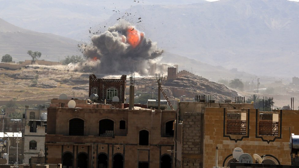 Smoke and flames rise from military position in Sanaa after reported Saudi-led coalition air strike (25 September 2016)