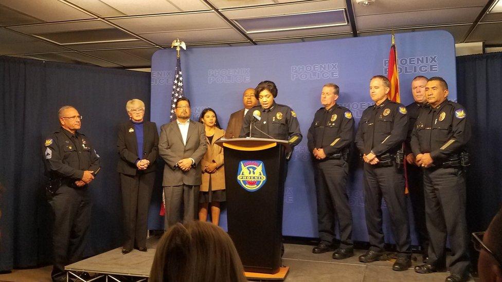Policía de Phoenix en rueda de prensa