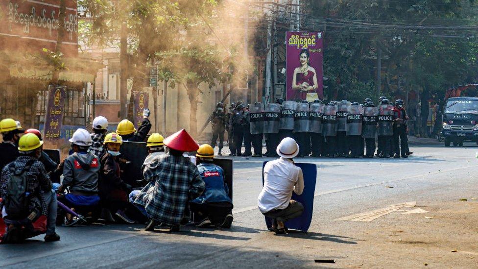 Manifestantes en Mandalay, el 3 de marzo de 2021.