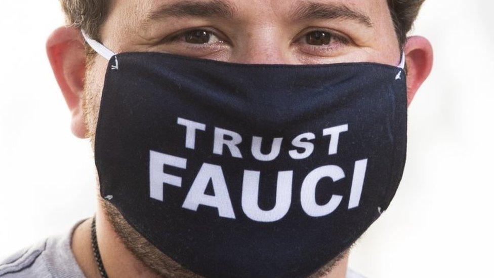 Máscara en apoyo a Fauci