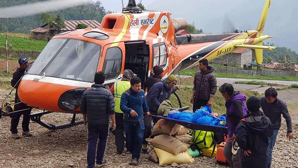Telo japanskog planinara spustili su helikopterom
