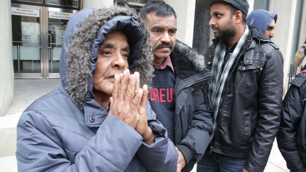 أم أحد ضحايا مكارثر تقف أمام المحكمة في جلسة النطق بالحكم