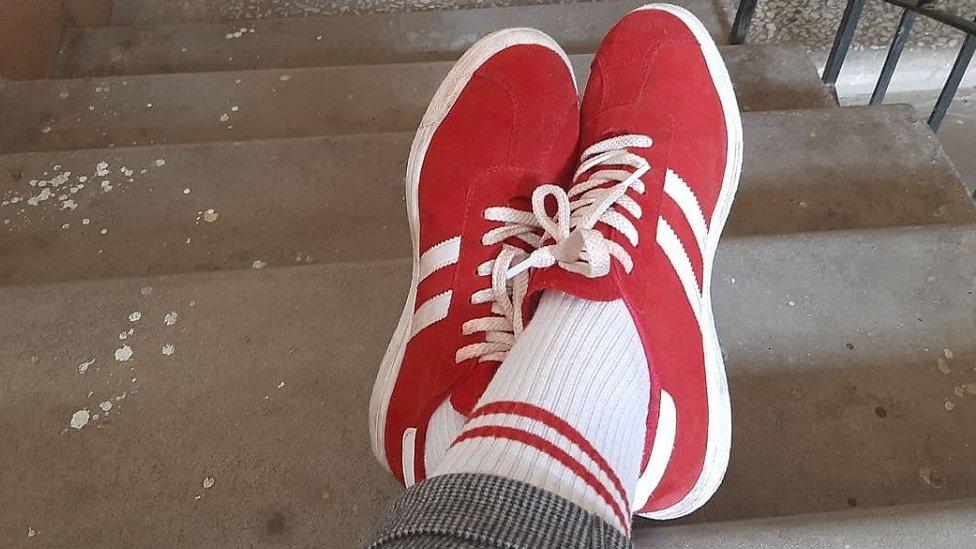 Čarape u obozicionim bojama