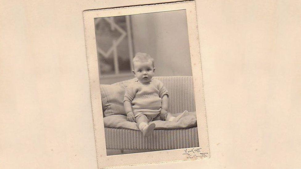 Tony May de bebé